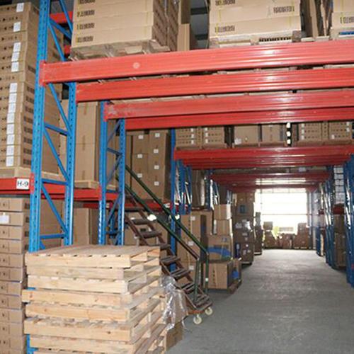 Ultra-narrow aisle shelf